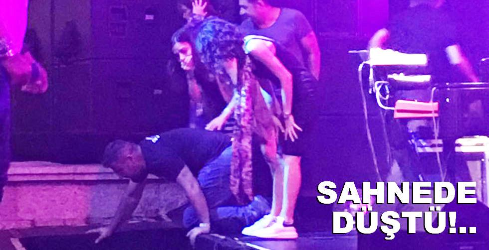 Kenan Doğulu sahnede düştü...