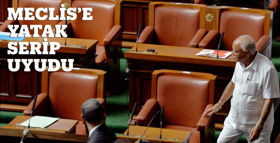 Protesto için Meclis'e yatak serip…