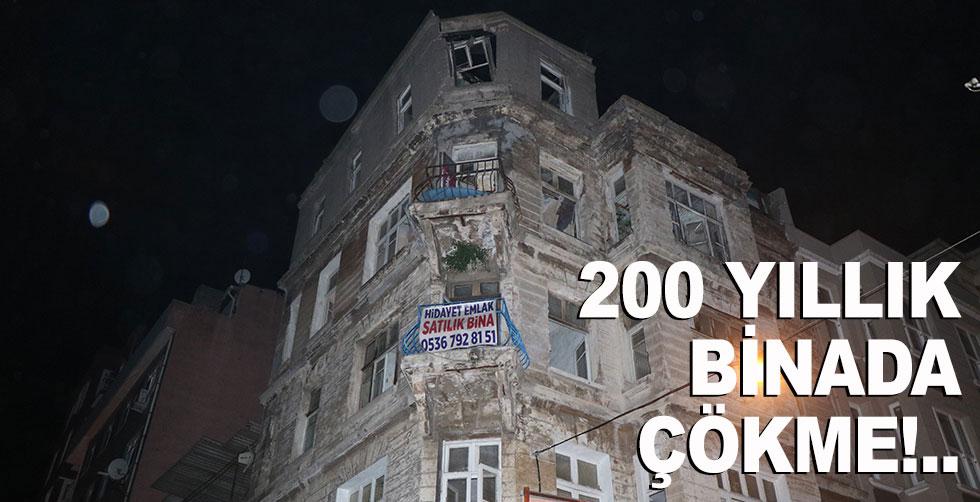 200 yıllık bina çöktü!..