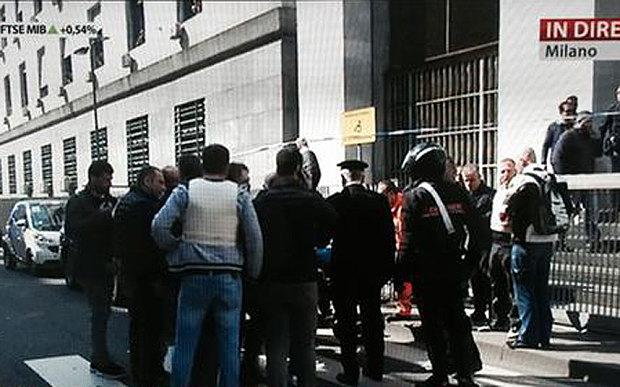 İtalya 'nın Milano kentinde yer alan Adalet Sarayı'nda, davaya katılan bir sanığın ateş açması sonucu üç kişinin hayatını kaybettiği belirtildi. Açıklama yapan polis ve yetkililer, yerel saatle sabah 11'de meydana gelen saldırının ardından şüphelinin