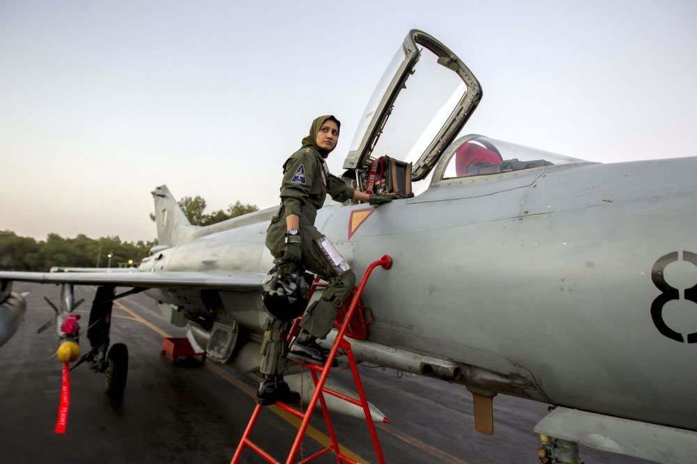 26 yaşındaki Eyişe Faruk, Pakistan'ın tek kadın savaş uçağı pilotu.