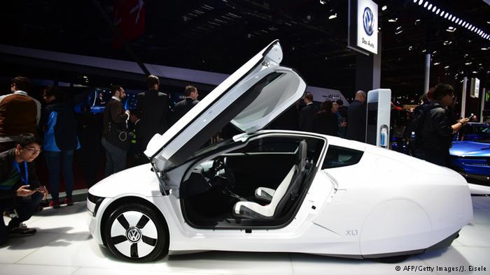 2012 yılından bu yana üretilen ve beğeni toplayan yeni çehreli Japon limuzini Şanghay'da ilk kez görücüye çıkıyor. Hibrid çekişli bu otomobil, 4 silindirli benzin motoru ile elektrikli motoru bünyesinde birleştiriyor. Az yakıt tüketimi ve tamamen sessiz bir sürüş; bunlar, Toyota'nın Lexus modellerinde kullandığı teknolojinin en önemli özellikleri.