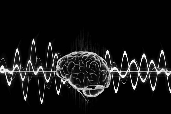 <strong><br/> Orada yaşadığınız şeylerin 'Zihin Kontrol Operasyonu' veya 'Tıbbi İdam' olduğunu belirtiyor ve bu konuda bazı iddialar ortaya atıyorsunuz? O ana kadar, bu tür konuları biliyor muydunuz? Böyle bir şeyin varlığından haberdar olmalısınız ki, bu yaşadığınız olayın bir zihin kontrol operasyonu olduğuna karar vermişsiniz… <br/> <strong/>Evet… Kısaca anlatayım; Hücreme adım atar atmaz aynı anda iki farklı değişen yönlerden Türkçe yayınlara başladılar. Sağımdan, solumdan, önümden, arkamdan, yerden, havadan istedikleri her noktadan yayınlarını yapabiliyorlardı. Bu nasıl mümkün oluyordu? Normal radyo dalgaları ile bu yayınların gerçekleştirilesi mümkün değildi. Çünkü normal radyo dalgası kontrol edilemeyen bir enerji parçasıydı. O zaman bu ne, nasıl merakı zihnimde lazerin göz ameliyatlarında kullanılmasını çağrıştırdı. Böylece hücreme adım attıktan bir kaç dakika sonra yayınları istedikleri noktalardan nasıl gerçekleştirebildiklerini anladım. <br/>  Bana uygulanmakta olan operasyonun 'Teknolojik İnfaz', 'Tıbbi İdam' işlemleri olduğunu anlayamamam için, ileri derecede saf bir insan olmam gerekir. Hücremde uygulananlara 'Tıbbi idam' işlemlerinden başka ne ad verebilirdim. Uygulanılmağa çalışılan işlemler o doğrultudaydı. <br/>  Tıbbi idamların gerçekleştirilmesi için yedi temel işlemin uygulanması şart. Bu yedi işlem olmazsa olmaz. İşkence hücrelerinde işkencecilerin, işkencelerde uyguladıkları işlemleri anında nasıl ve nedenleriyle ayrıntılı olarak çözmekte yeterli değil, ayakta kalmak için lazer silahının etkisini azaltacak çarelere de ihtiyaç var. Yeter ki; o zor şartlarda paniklemesin, umutsuzluğa kapılmasın o kişi. Lazerin göz ameliyatlarında kullanılmasından ne anladığıma gelince bu lazerin kontrol edilebilir, kumanda edilebilir bir enerji parçası olduğuna işaret ediyordu. Lazer diğer enerji parçalarının sahip olmadığı iki önemli özelliğe sahiptir.  Bunlar; 1- İstenilen nokta ve noktalar üzerinde, dilediğimiz gibi hiç hata yapmadan kumanda edebiliyoruz. Yan